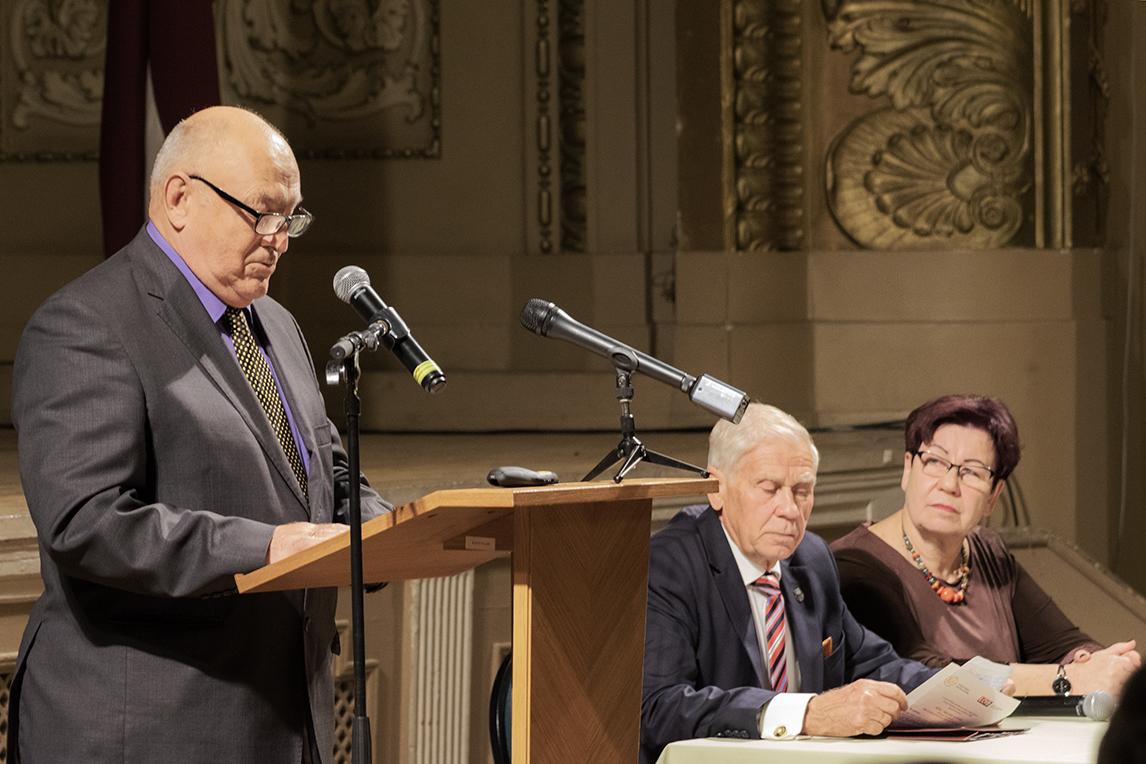 Konferences vadītāji - LPRA priekšsēdētājs I. Kaļķis un LOIB valdes priekšsēdētāja R. Pazdere